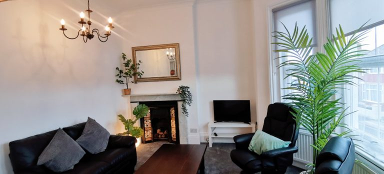 Alexandra Apartment Lounge