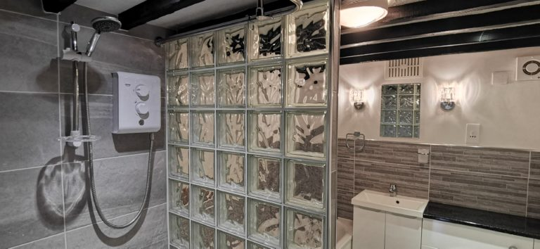 The Garden Apartment - Bathroom