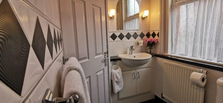 Katharine Apartment - Ensuite Bathroom